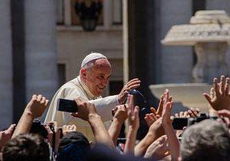 Il Papa riceve gli infermieri in udienza privata. La giornata prescelta è il 3 marzo
